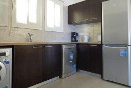 Кухня. Кипр, Куклия : Прекрасная вилла с бассейном и зеленым двориком с барбекю, 3 спальни, 2 ванные комнаты, парковка, Wi-Fi