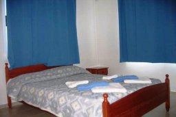 Спальня. Кипр, Хлорака : Прекрасное бунгало с видом на море, с 2-мя спальнями, с бассейном, зелёным садом и барбекю