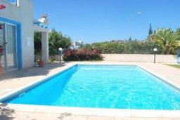 Бассейн. Кипр, Хлорака : Прекрасное бунгало с видом на море, с 2-мя спальнями, с бассейном, зелёным садом и барбекю