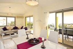 Гостиная. Кипр, Си Кейвз : Восхитительная вилла с 3-мя спальнями, с бассейном, зелёным двориком с барбекю и просторной верандой с бильярдом и видом на Средиземное море