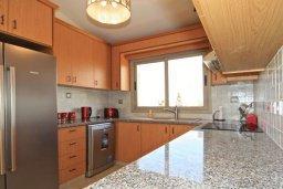 Кухня. Кипр, Си Кейвз : Восхитительная вилла с 3-мя спальнями, с бассейном, зелёным двориком с барбекю и просторной верандой с бильярдом и видом на Средиземное море