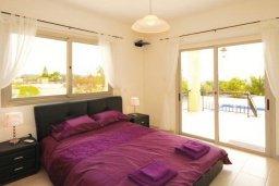 Спальня. Кипр, Си Кейвз : Восхитительная вилла с 3-мя спальнями, с бассейном, зелёным двориком с барбекю и просторной верандой с бильярдом и видом на Средиземное море