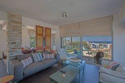 Гостиная. Кипр, Каво Марис Протарас : Шикарная вилла с бассейном и видом на море, 6 спален, 5 ванных комнат, барбекю, сад, парковка, Wi-Fi