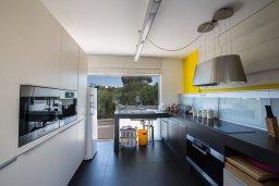Кухня. Кипр, Каво Марис Протарас : Шикарная вилла с бассейном и видом на море, 6 спален, 5 ванных комнат, барбекю, сад, парковка, Wi-Fi