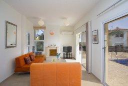 Гостиная. Кипр, Фиг Три Бэй Протарас : Современная вилла с 3-мя спальнями, с бассейной, уютной тенистой террасой с патио и барбекю