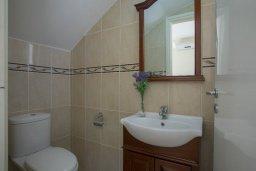 Туалет. Кипр, Пернера : Уютная вилла с 2-мя спальнями, с зелёным двориком, патио и барбекю, в комплексе с общим бассейном