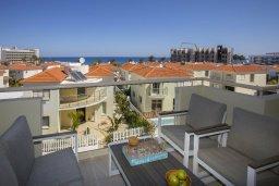 Балкон. Кипр, Пернера : Современный уютный апартамент в комплексе с бассейном, с гостиной, отдельной спальней и балконом с видом на море