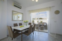 Обеденная зона. Кипр, Пернера : Просторная вилла с 3-мя спальнями, с бассейном, уютным патио и барбекю, расположена около пляжа Kalamies Beach
