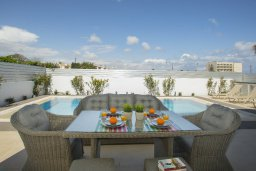 Патио. Кипр, Пернера : Просторная вилла с 3-мя спальнями, с бассейном, уютным патио и барбекю, расположена около пляжа Kalamies Beach