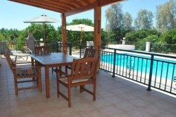 Терраса. Кипр, Си Кейвз : Комфортабельная семейная вилла с 4-мя спальнями, с бассейном и двориком с патио и барбекю