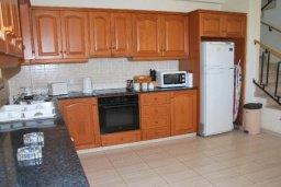 Кухня. Кипр, Си Кейвз : Комфортабельная семейная вилла с 4-мя спальнями, с бассейном и двориком с патио и барбекю