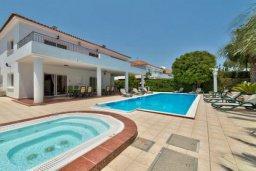 Фасад дома. Кипр, Перволия : Шикарная вилла с потрясающим видом на море, с 6-ю спальнями, с бассейном, джакузи и большим садом, барбекю и бильярдом