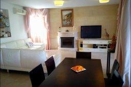 Гостиная. Кипр, Лачи : Роскошная вилла с бассейном и джакузи, 3 спальни, 2 ванные комнаты, барбекю, камин, парковка, Wi-Fi