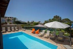 Бассейн. Кипр, Фиг Три Бэй Протарас : Роскошная вилла на берегу моря, с 4-мя спальнями, с бассейном, красивым зелёным садом с патио и барбекю, расположена в 20 метрах от прекрасного уединенного пляжа
