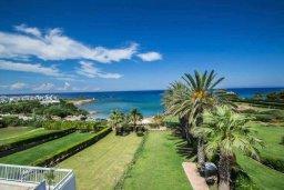 Вид на море. Кипр, Пернера : Роскошный пентхаус с потрясающим видом на Средиземное море, с 3-мя спальнями, с зелёным двориком, барбекю, расположен прямо на знаменитом пляже Sirena Beach