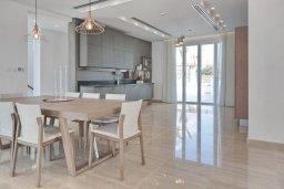 Кухня. Кипр, Аммос - Лимнария Бич : Роскошная современная вилла с бассейном и джакузи, 70 метров до пляжа, 6 спален, 6 ванных комнат, барбекю, парковка, Wi-Fi