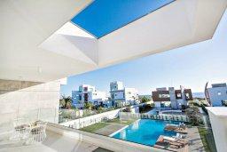 Вид на море. Кипр, Аммос - Лимнария Бич : Шикарная вилла с видом на Средиземное море, с 5-ю спальнями, большим бассейном с джакузи, солнечной террасой с патио и барбекю, расположена в эксклюзивном современном комплексе на берегу моря