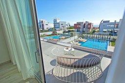 Балкон. Кипр, Аммос - Лимнария Бич : Шикарная современная вилла с видом на Средиземное море, с 3-мя спальнями, с бассейном и джакузи, солнечной террасой с патио и барбекю, расположена в 70 метрах от пляжа