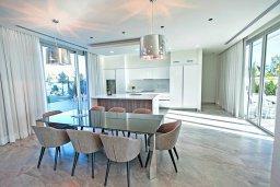 Кипр, Аммос - Лимнария Бич : Шикарная современная вилла с видом на Средиземное море, с 3-мя спальнями, с бассейном и джакузи, солнечной террасой с патио и барбекю, расположена в 70 метрах от пляжа