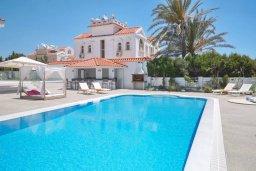 Вид на виллу/дом снаружи. Кипр, Центр Айя Напы : Идеальная вилла с панорамным видом на Средиземное море, с 4-мя спальнями, с большим бассейном, солнечной террасой с lounge-зоной, каменным барбекю, расположена на побережье Ayia Napa