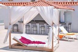 Развлечения и отдых на вилле. Кипр, Центр Айя Напы : Идеальная вилла с панорамным видом на Средиземное море, с 4-мя спальнями, с большим бассейном, солнечной террасой с lounge-зоной, каменным барбекю, расположена на побережье Ayia Napa