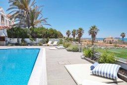 Бассейн. Кипр, Центр Айя Напы : Идеальная вилла с панорамным видом на Средиземное море, с 4-мя спальнями, с большим бассейном, солнечной террасой с lounge-зоной, каменным барбекю, расположена на побережье Ayia Napa