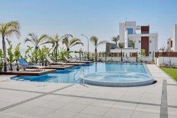 Бассейн. Кипр, Аммос - Лимнария Бич : Современная вилла с видом на Средиземное море, с 6-ю спальнями, с бассейном с джакузи, меблированной террасой на крыше, расположена в 140 метрах от пляжа