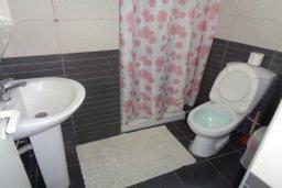Ванная комната. Кипр, Айос Тихонас Лимассол : Апартамент в 50 метрах от пляжа, с гостиной, отдельной спальней и балконом с видом на море