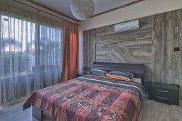 Спальня 2. Кипр, Гермасойя Лимассол : Роскошный апартамент с собственным садом в комплексе с бассейном, большая гостиная, 3 спальни, 3 ванные комнаты, терраса