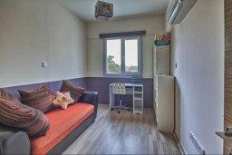 Спальня 3. Кипр, Гермасойя Лимассол : Роскошный апартамент с собственным садом в комплексе с бассейном, большая гостиная, 3 спальни, 3 ванные комнаты, терраса