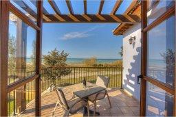 Балкон. Кипр, Полис город : Роскошная вилла с бассейном в 40 метрах от пляжа, 2 спальни, 3 ванные комнаты, барбекю, парковка, Wi-Fi