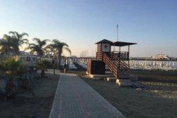 Ближайший пляж. Кипр, Св. Рафаэль Лимассол : Просторный оборудованный апартамент с ландшафтным садом, занимающим 90 кв. метров, с тремя спальнями у Св. Рафаэля для шестерых