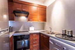 Кухня. Кипр, Св. Рафаэль Лимассол : Современная 2 спальная квартира с роскошным видом на море рядом с отелем Св. Рафаэль для 4-х гостей