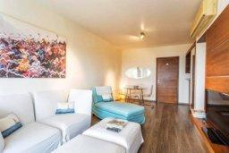 Гостиная. Кипр, Св. Рафаэль Лимассол : Современная 2 спальная квартира с роскошным видом на море рядом с отелем Св. Рафаэль для 4-х гостей
