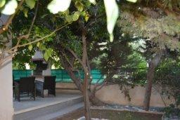 Территория. Кипр, Дасуди Лимассол : Уютная частная вилла с 3-мя спальнями для восьми гостей в Лимассоле с бассейном, барбекю и садом в 3-х минутах ходьбы от пляжа