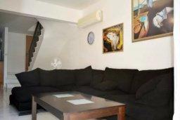 Гостиная. Кипр, Дасуди Лимассол : Уютная частная вилла с 3-мя спальнями для восьми гостей в Лимассоле с бассейном, барбекю и садом в 3-х минутах ходьбы от пляжа