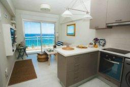 Кухня. Кипр, Центр Лимассола : Просторная, комфортабельная, недавно отремонтированная квартира, идеально подходящая для путешествующих по работе и счастливых пар на 3-х гостей в Лимассоле