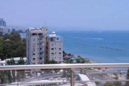 Прочее. Кипр, Центр Лимассола : Апартаменты с отдельной спальней с огромной террасой прямо на берегу моря для 5-ых гостей прямо в центре Лимассола.