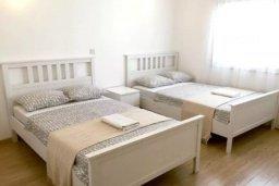 Спальня 2. Кипр, Центр Лимассола : 2-комнатная квартира прямо на берегу моря в центре Лимассола для 6-ти гостей.  Wi-Fi, бассейн на крыше, тренажерный зал и бесплатная парковка.