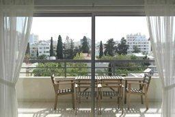Вид. Кипр, Центр Лимассола : 2-комнатная квартира прямо на берегу моря в центре Лимассола для 6-ти гостей.  Wi-Fi, бассейн на крыше, тренажерный зал и бесплатная парковка.