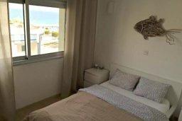 Спальня. Кипр, Центр Лимассола : Апартаменты с отдельной спальней с прямо на берегу моря для 4-ых гостей прямо в центре Лимассола в комплексе с бассейном на крыше.