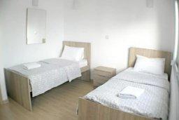 Спальня 2. Кипр, Центр Лимассола : 2-комнатная квартира прямо на берегу моря в центре Лимассола для 5-ти гостей.  Wi-Fi, бассейн на крыше, тренажерный зал и бесплатная парковка.