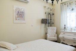 Спальня. Кипр, Декелия - Ороклини : Прекрасная вилла с бассейном и двориком в 30 метрах от пляжа, 3 спальни, 2 ванные комнаты, патио, барбекю, парковка, Wi-Fi