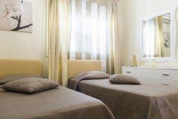 Спальня 2. Кипр, Декелия - Ороклини : Прекрасная вилла с бассейном и двориком в 30 метрах от пляжа, 3 спальни, 2 ванные комнаты, патио, барбекю, парковка, Wi-Fi