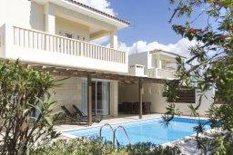 Фасад дома. Кипр, Декелия - Ороклини : Уютная вилла с бассейном и двориком в 100 метрах от пляжа, 4 спальни, 4 спальни, барбекю, парковка, Wi-Fi