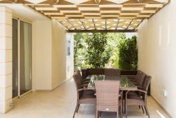 Обеденная зона. Кипр, Декелия - Ороклини : Уютная вилла с бассейном и двориком в 100 метрах от пляжа, 4 спальни, 4 спальни, барбекю, парковка, Wi-Fi
