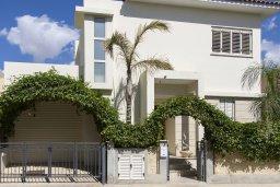 Фасад дома. Кипр, Декелия - Ороклини : Современная вилла с бассейном в 70 метрах от пляжа, 3 спальни, 3 ванные комнаты, барбекю, парковка, Wi-Fi