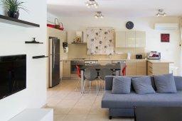 Гостиная. Кипр, Декелия - Ороклини : Современная вилла с бассейном в 70 метрах от пляжа, 3 спальни, 3 ванные комнаты, барбекю, парковка, Wi-Fi