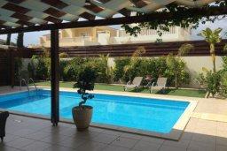 Бассейн. Кипр, Декелия - Ороклини : Современная вилла с бассейном в 70 метрах от пляжа, 3 спальни, 3 ванные комнаты, барбекю, парковка, Wi-Fi