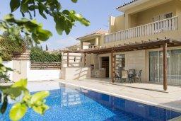 Фасад дома. Кипр, Декелия - Ороклини : Прекрасная вилла с бассейном в 115 метрах от пляжа, 4 спальни, 3 ванные комнаты, барбекю, парковка, Wi-Fi